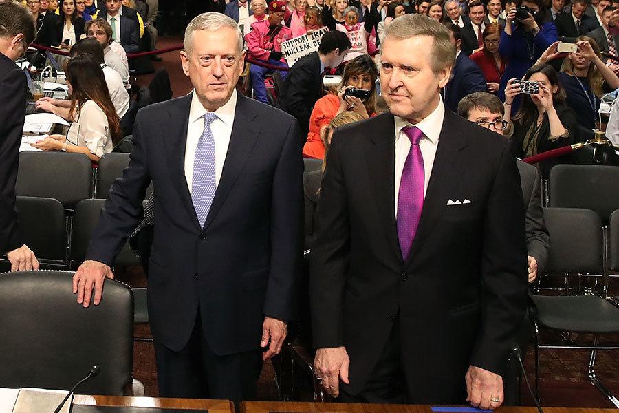 馬蒂斯(圖左)和前國防部長科恩(William Cohen)。(Mark Wilson/Getty Images)