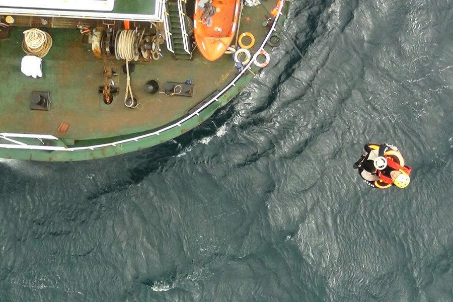 高雄外海貨輪海難 海空成功救起十三船員