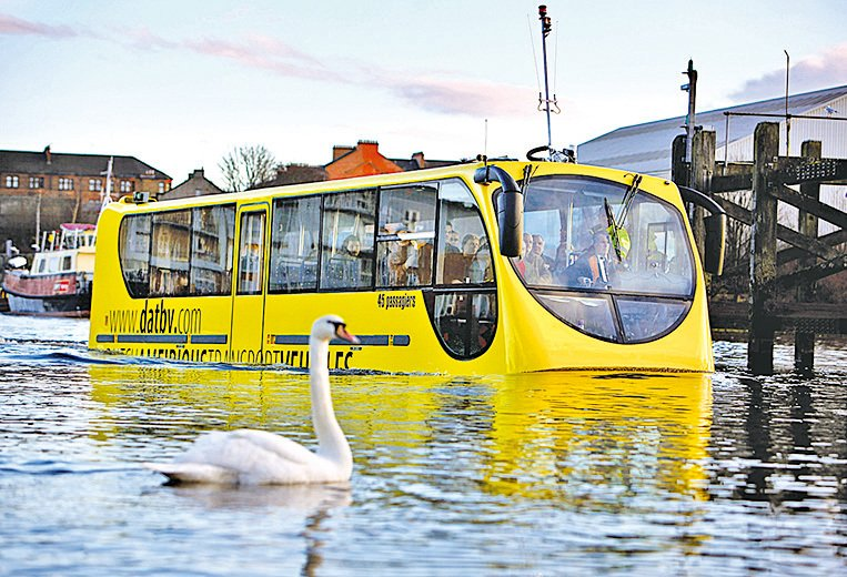 荷蘭水陸兩用巴士。(Getty Images)