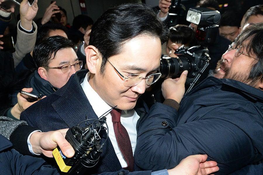 負責調查韓國總統親信門的特檢組16日對涉嫌行賄、做偽證的三星副會長李在鎔申請逮捕令。(Newsis)