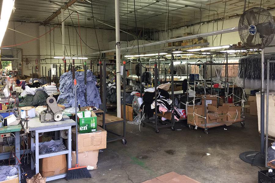 洛杉磯一家製衣廠一角。(李駿/大紀元)