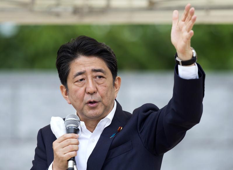 日本新聞網JNN的民意調查顯示,安倍內閣的支持率比上月上升6個百分點,升至67%。(Getty Images)