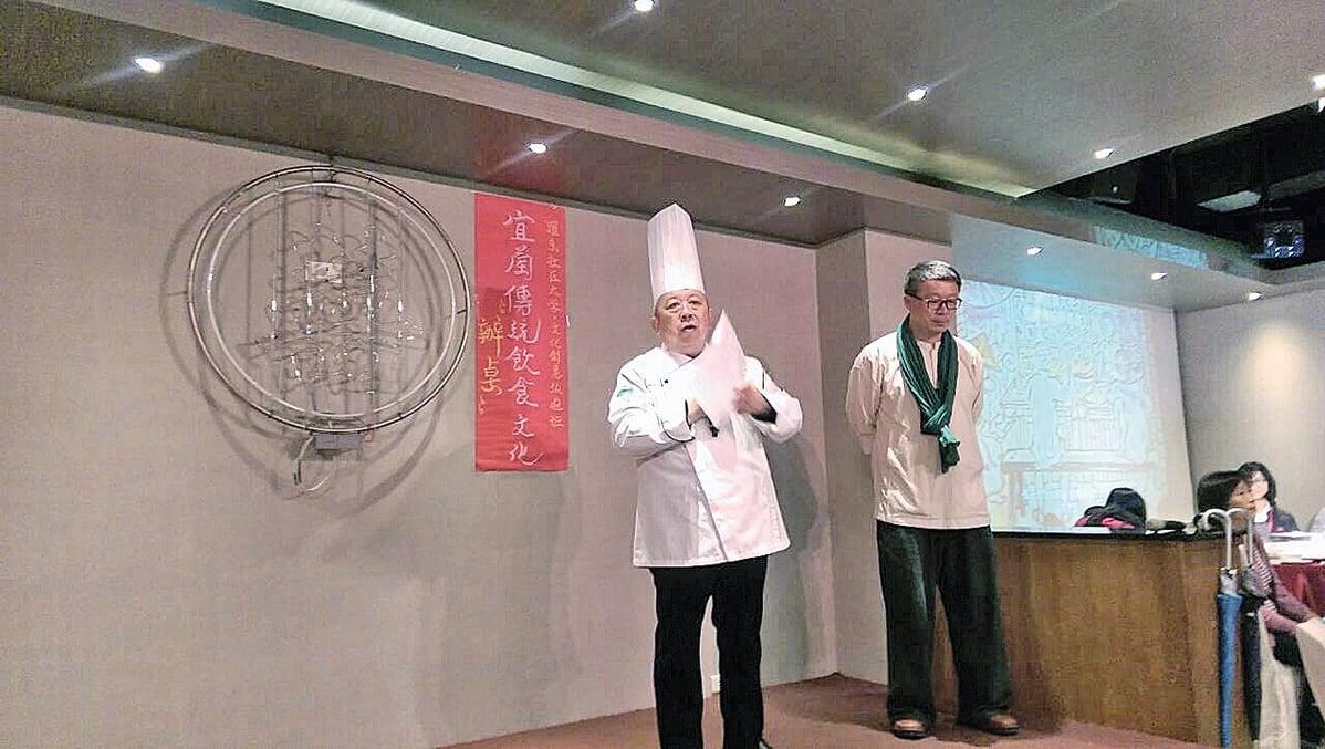致力於推廣宜蘭傳統飲食的主廚陳兆麟(左)和文史工作者莊文生(右)。