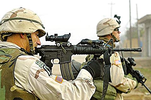 任何子彈和炮彈都會排出火藥爆炸煙塵。(AFP)