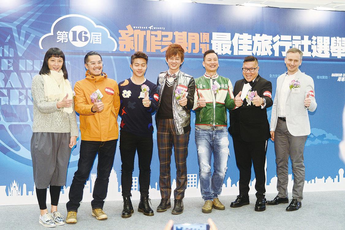 項明生(中)、胡慧沖(右二)、Jacky Yu(右三)再次獲「旅遊之星」大獎,謝利(左三)與河國榮(右一)亦榜上有名。(宋祥龍/大紀元)