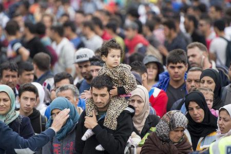湧入歐洲的難民。(AFP PHOTO/JOE KLAMAR)