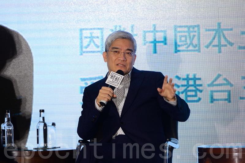 談到今年中國經濟,郎咸平認為股市和金融市場會有很大衝擊。他又建議政府進一步打壓走資潮,否則「人民幣會很危險」。(宋祥龍/大紀元)
