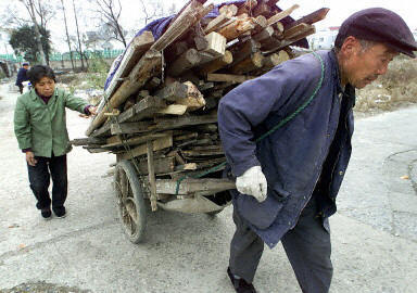 中國人口老齡化的問題日益嚴重,但處於社會底層的農村老年人口則比那些生活在城市的老年人經受更多的痛苦和孤獨。(法新社)