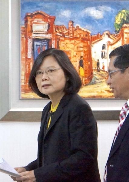 民進黨中常會1月18日在民進黨中央黨部舉行,身兼黨主席的總統蔡英文(左)出席主持會議。(中央社)
