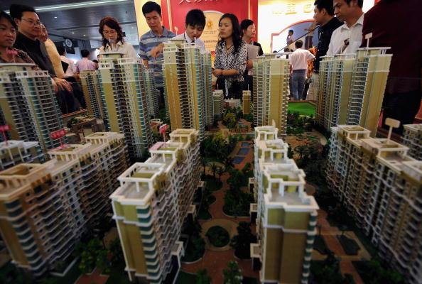近來,大陸多個熱點城市的地方政府工作報告把「保持房地產市場的穩定」的位置提前。(Getty Images)