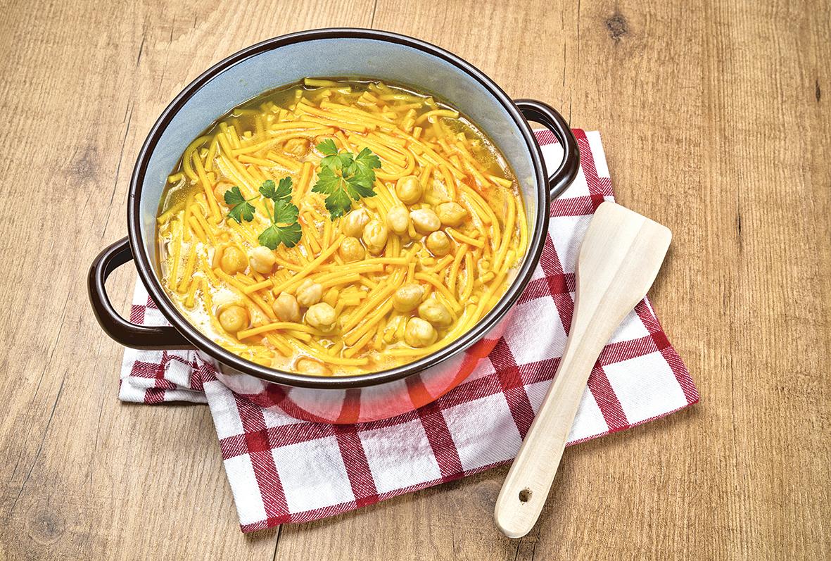 利用馬德里雜燴肉菜鍋的剩餘高湯煮麵條。