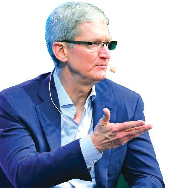 蘋果公司總裁庫克高調宣佈抵制FBI要求其解鎖恐怖份子手機,背後有多重考慮。(AFP)