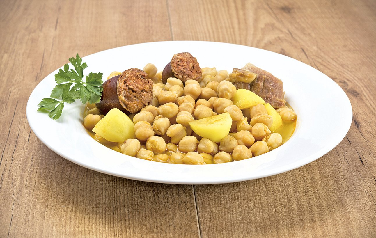 馬德里雜燴肉菜鍋就是把肉類、三角豆、蔬菜一起熬成濃湯。