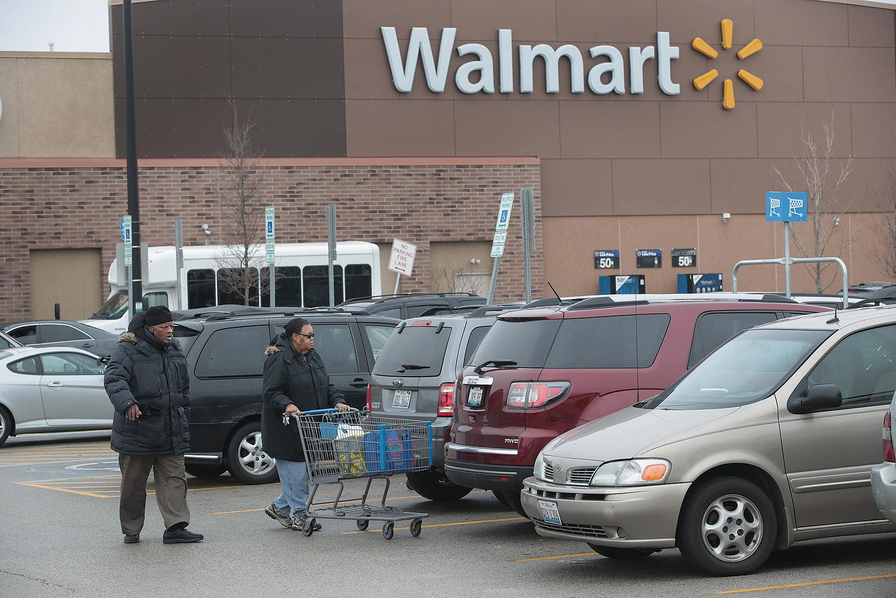 世界最大的零售商沃爾瑪(Walmart)17日宣佈,計劃今年在美國增加1萬個就業機會。(Getty Images)