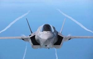 美軍最新隱形戰機F-35飛抵日本基地