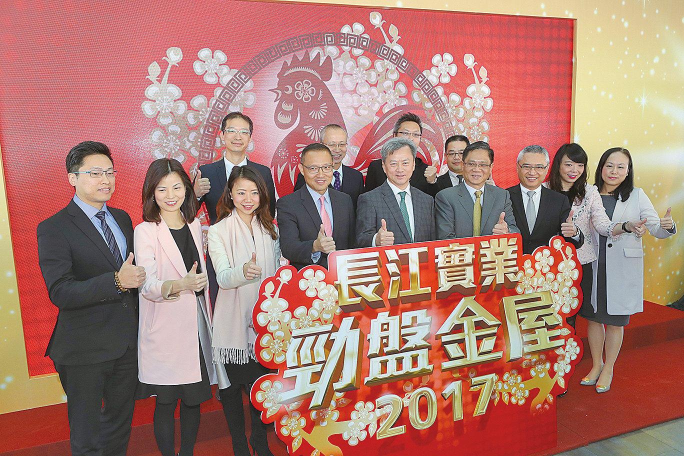2017年長實地產推6新盤,長實執董趙國雄稱用洪荒之力樓照賣。(余鋼/大紀元)