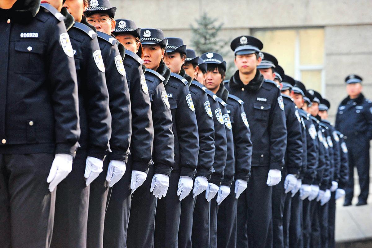 《大紀元》獨家消息,習近平今年開始對公安部「動手術」,清理不執行政令的官員。圖為北京公安。(Getty Images)