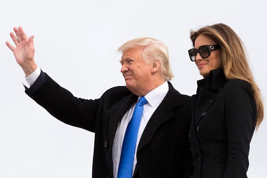 美國準總統特朗普(川普)1月20日正式上任後,各界關注的焦點將是他在百日內會完成的工作。圖為特朗普和夫人19日抵達華府。(Chris Kleponis-Pool/Getty Images)