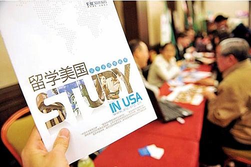 在美國國際生中,中國留學生所佔比例最大。在美國讀書的中國學生應了解和遵循當地法律法規。(大紀元資料室)