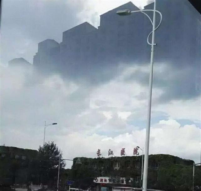 2016年9月5日下午,中國東北遼寧省朝陽市上空的海市蜃樓景象。(網絡圖片)
