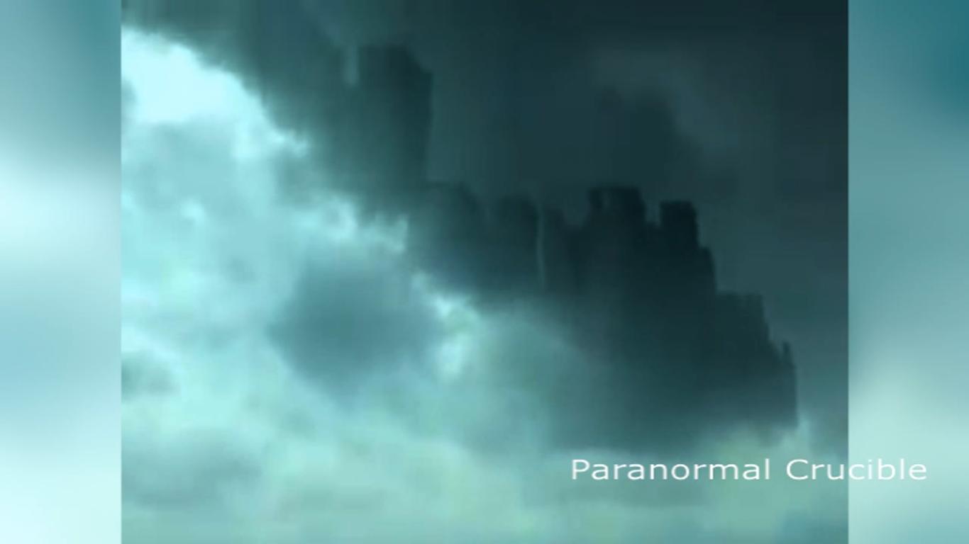 2015年10月,中國廣東省佛山市出現的海市蜃樓。(Youtube視像擷圖)