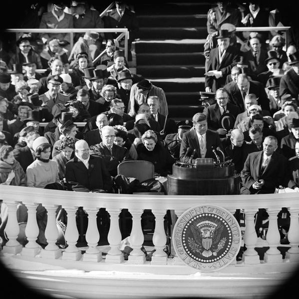 甘迺迪於1961年1月20日正式宣誓就任美國第35任總統,甘迺迪的就職演說與富蘭克林・德拉諾・羅斯福的第一次就職演說被並稱為20世紀最令人難忘的兩次美國總統就職演說。(Getty Images)
