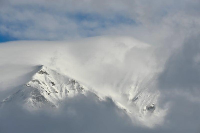意大利中部18日發生連串地震後大薩索山出現雪崩。(ANDREAS SOLARO/AFP/Getty Images)