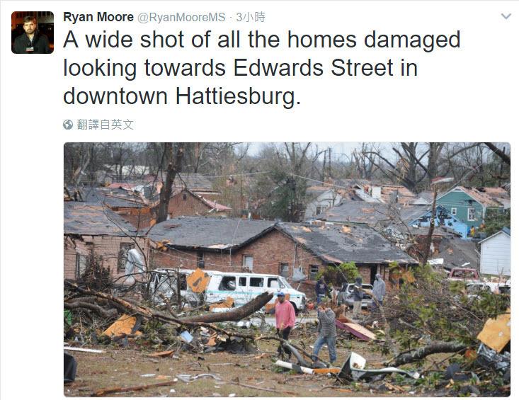 1月21日凌晨4時左右,密西西比州的東南部遭龍捲風吹襲,造成4人死亡和多人受傷,房屋和教堂的屋頂被吹走,樹木也被連根拔起。(Twitter@Ryan Moore)