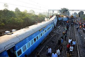 印度列車出軌 至少36人死亡數十人傷