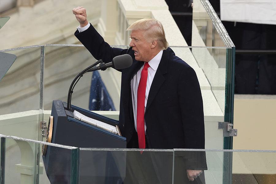 1月20日,特朗普(川普)在宣誓就職後向現場觀眾致意。(TIMOTHY A.CLARY/AFP/Getty Images)
