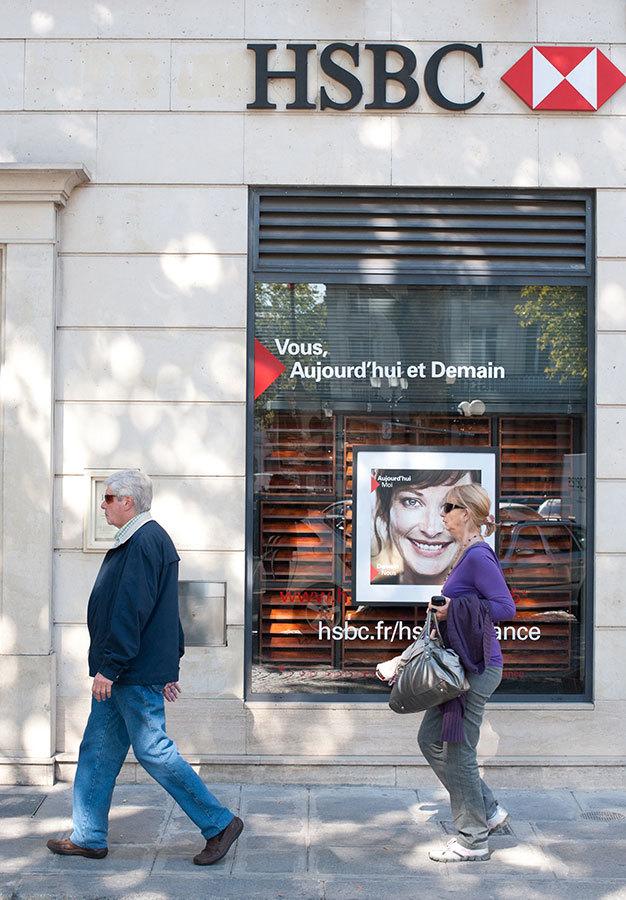 巴黎街頭的HSBC銀行。(ETIENNE LAURENT/AFP/Getty Images)