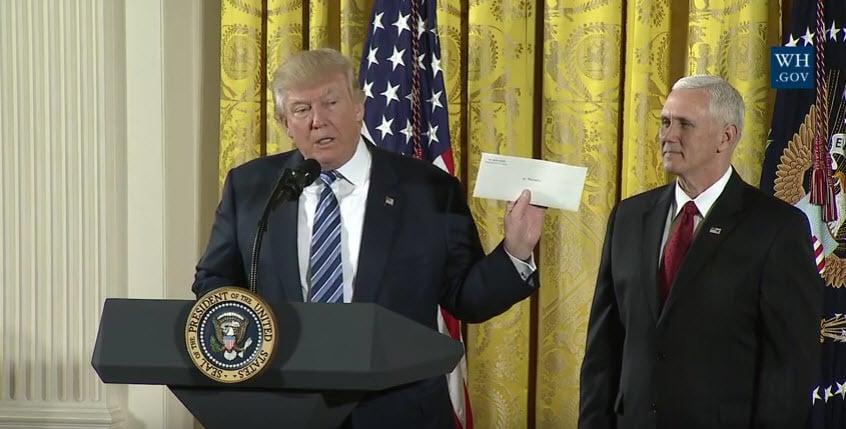 奧巴馬在白宮留了一封信 特朗普:會謹記贈言