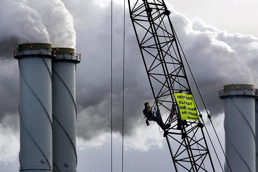 圖為鹿特丹的EON燃煤發電站。(GUIDO BENSCHOP/AFP/Getty Images)