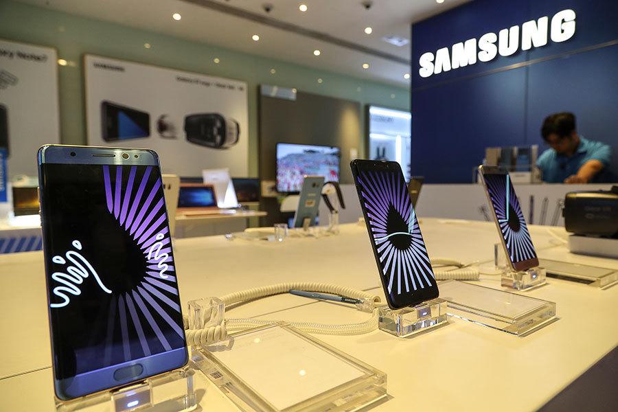 南韓三星電子23日上午公佈Galaxy Note7手機起火事件的調查結果,指出由於電池瑕疵引發手機自燃。(余鋼/大紀元)
