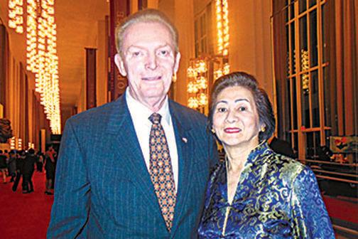 前美國聯邦調查局高管Jay Brixey 和女友。( 新唐人電視台)