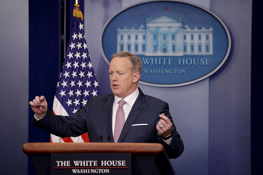 2017年1月23日,新任白宮發言人斯派塞首次正式發佈白宮新聞簡報,為特朗普時代的白宮新聞發佈立下新規。(Chip Somodevilla/Getty Images)