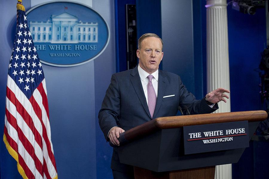 2017年1月23日,新任白宮發言人斯派塞首次正式發佈白宮新聞簡報,為特朗普時代的白宮新聞發佈立下新規。(SAUL LOEB/AFP/Getty Images)