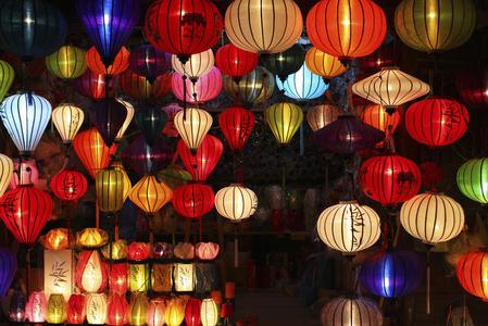 元宵節除了吃湯圓,提燈籠,還有許多傳統的食俗。(Fotolia)