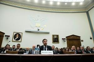 科米留任FBI局長 特朗普笑稱:他比我更出名