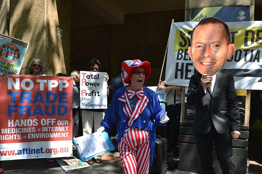 澳洲反對TPP的群眾。(PETER PARKS/AFP/Getty Images)