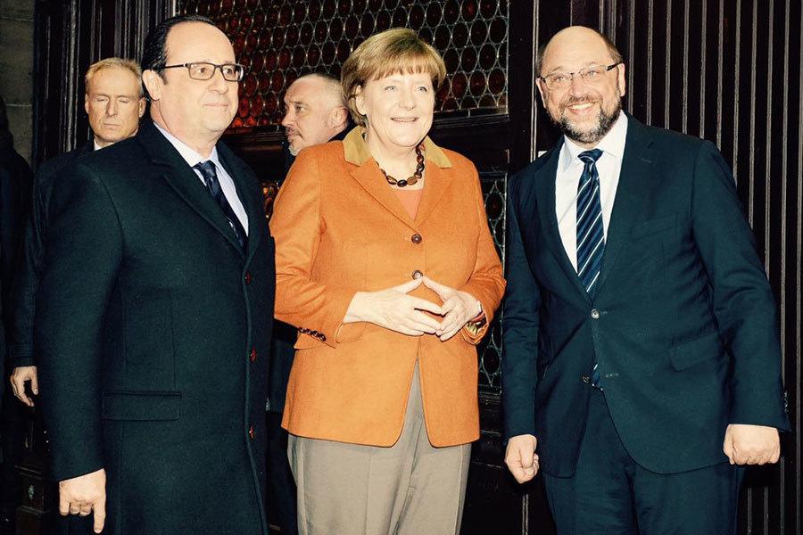 德國社會民主黨(SPD)今天正式選出前歐洲議會議長舒爾茲(右)為黨魁,向現任總理默克爾(中)進行挑戰。今年9月24日登場的國會大選料將是一場激戰。(推特擷圖/twitter.com/MartinSchulz)