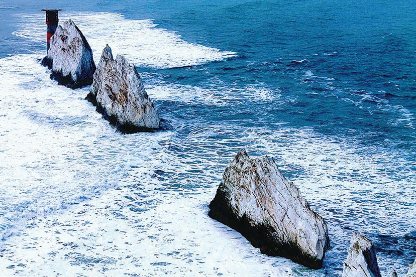 The Needles 三座矗立在大海之上的巨大白堊石 (大紀元記者提供)