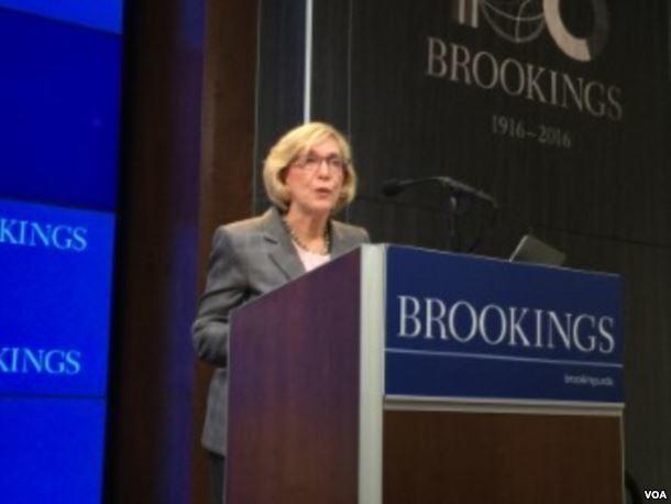 美國前商務部長富蘭克林在布魯金斯學會發表主題演講。(美國之音)