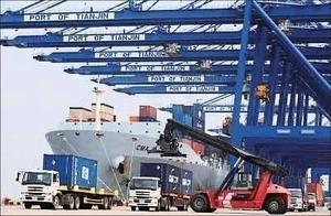 中共兩年動用萬億外儲維持匯率殃及貿易