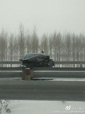 現場被撞受損的車輛。(網絡圖片)
