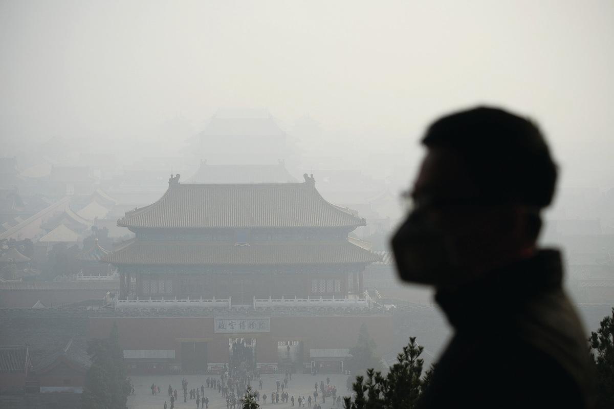 中國是世界上污染最重的國家,地球上最骯髒的20個城市,16個在中國。從世衛組織16年年底發佈的全球空氣質量互動地圖中可以看到中國大陸的工業地帶超標嚴重。而目前嚴重的陰霾正在席捲全中國。(Getty Images)