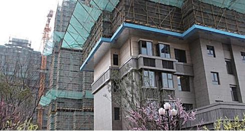 上海樓市瘋狂引起業內擔憂。去年10月上海高層也曾對房價喊話稱上海房價已經很高,如果不堅持調控,就會削弱城市競爭力。(網絡圖片)