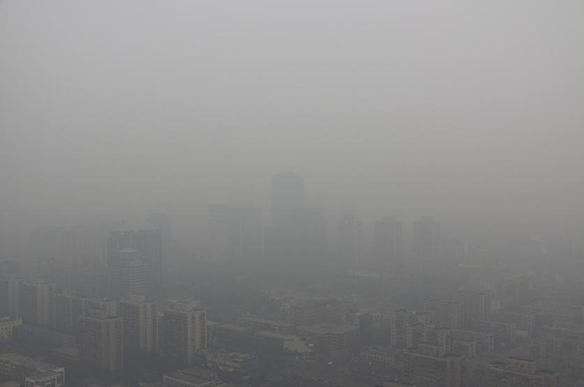 北京市環保監測中心稱,大年初一空氣質量預計為五級重度污染。(網絡圖片)