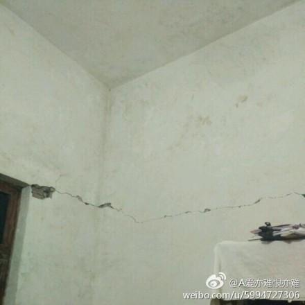 地震造成房屋開裂。(網絡圖片)