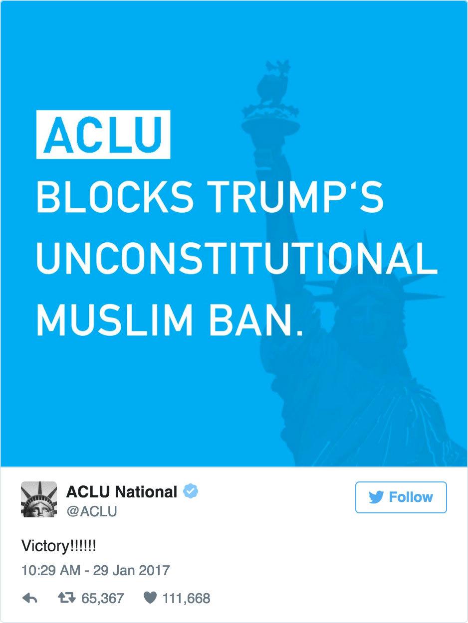 美國紐約布魯克林(Brooklyn)聯邦法官今天發出緊急停留令,暫時阻止了持有效簽證者降落美國機場後遭政府遣送出境的命運。美國民權聯盟在得知這個裁決後,在推特上推文「勝利!!!!!!」(推特擷圖/twitter.com/ACLU)